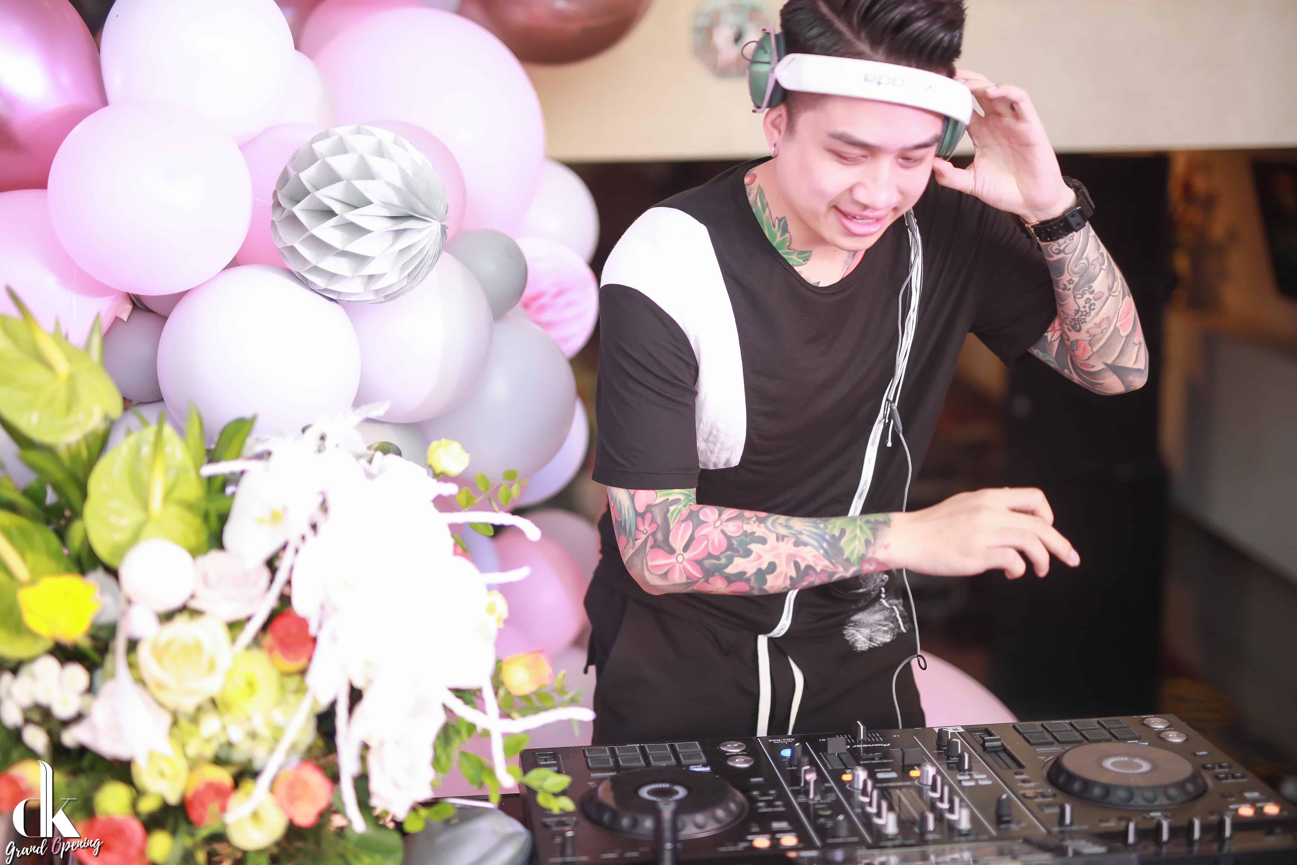 DJ Cukiu – DJ chơi nhạc chính trong suốt chương trình