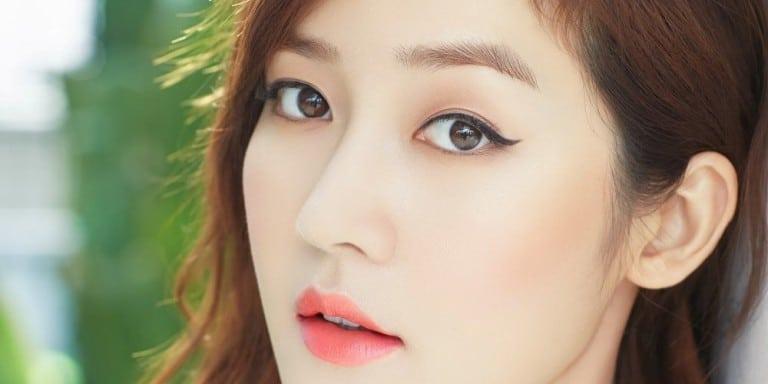 Đến với DK Eyebrows & Beauty bạn sẽ được phun mí mở tròng đẹp và an toàn.