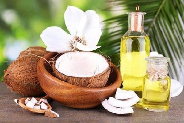 Dầu dừa là sản phẩm thiên nhiên có tác dụng trị thâm môi hiệu quả