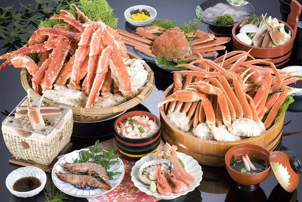 Bạn nên tránh ăn đồ ăn hải sản vì nó có thể gây viêm nhiễm, sưng tấy, ngứa